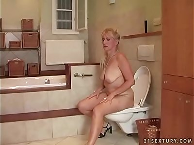 Bathroom sex with a mature woman