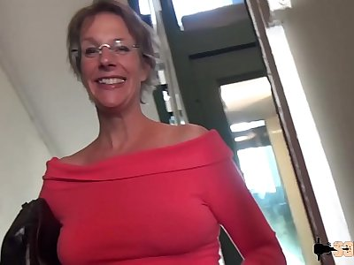 Rough Anal-sex and Squirting for this cougar mom